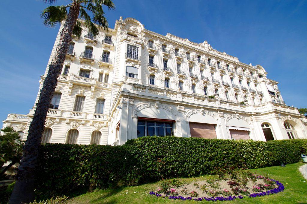 Palais Hermitage :  Il n'y a pas de plus bel emplacement à Nice !